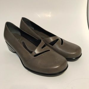 CLARKS Artisan Womens Shoe Gray Leather Low Wedge
